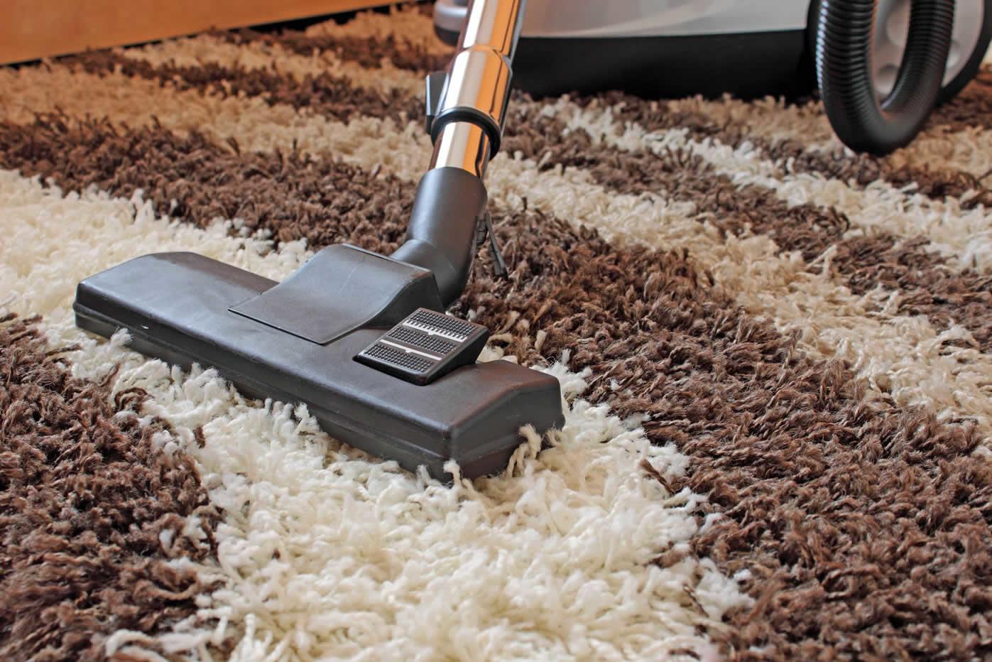 Почистить ковровые покрытия в домашних условиях